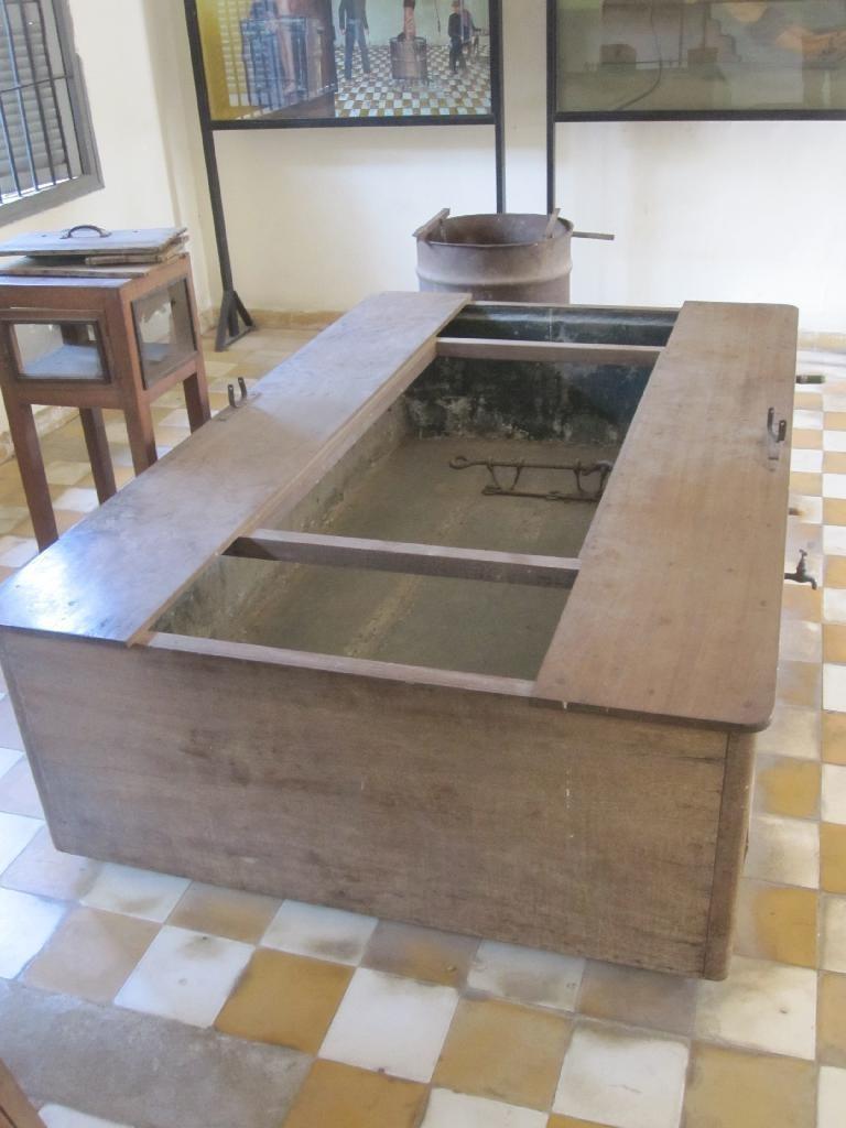 4757692-Torture_implements_S21_Phnom_Penh_Cambodia_Phnom_Penh